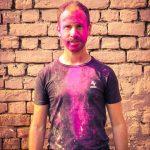 Danny à la fête des couleurs en Inde