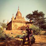 Danny en scooter électrique à Bagan