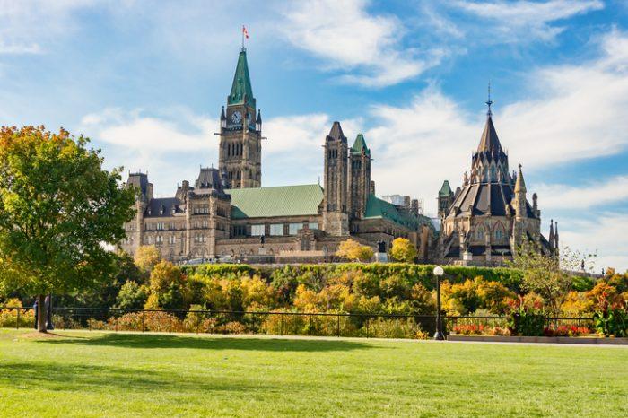 Pourquoi les RH sont un enjeu politique au Canada