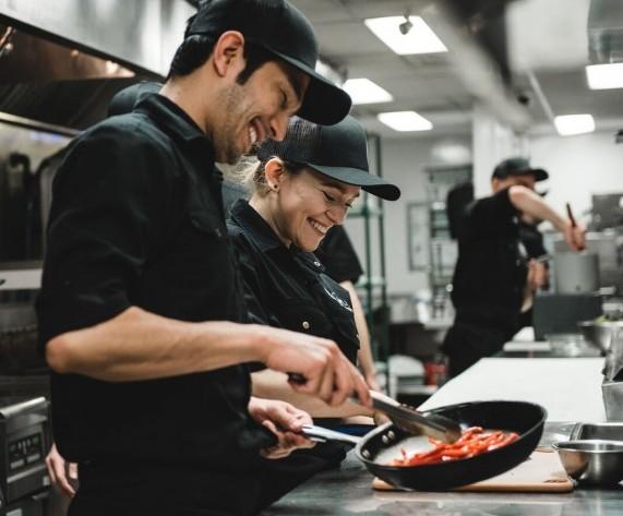 Emploi cuisinier saguenay qu bec restaurant la voie for Emploi cuisinier